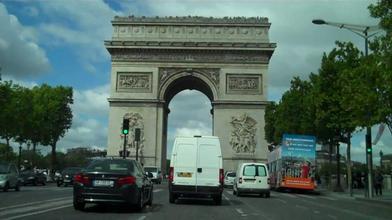 Sur la route en France! The AHVan tour continues in France…
