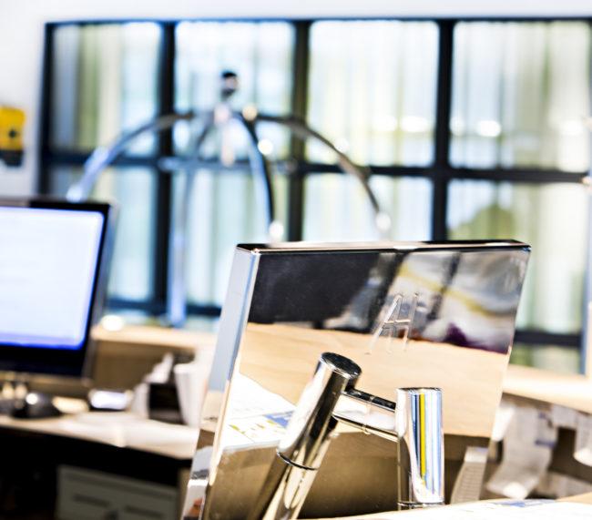 moniteurs design pour comptoir de réception et d'informations