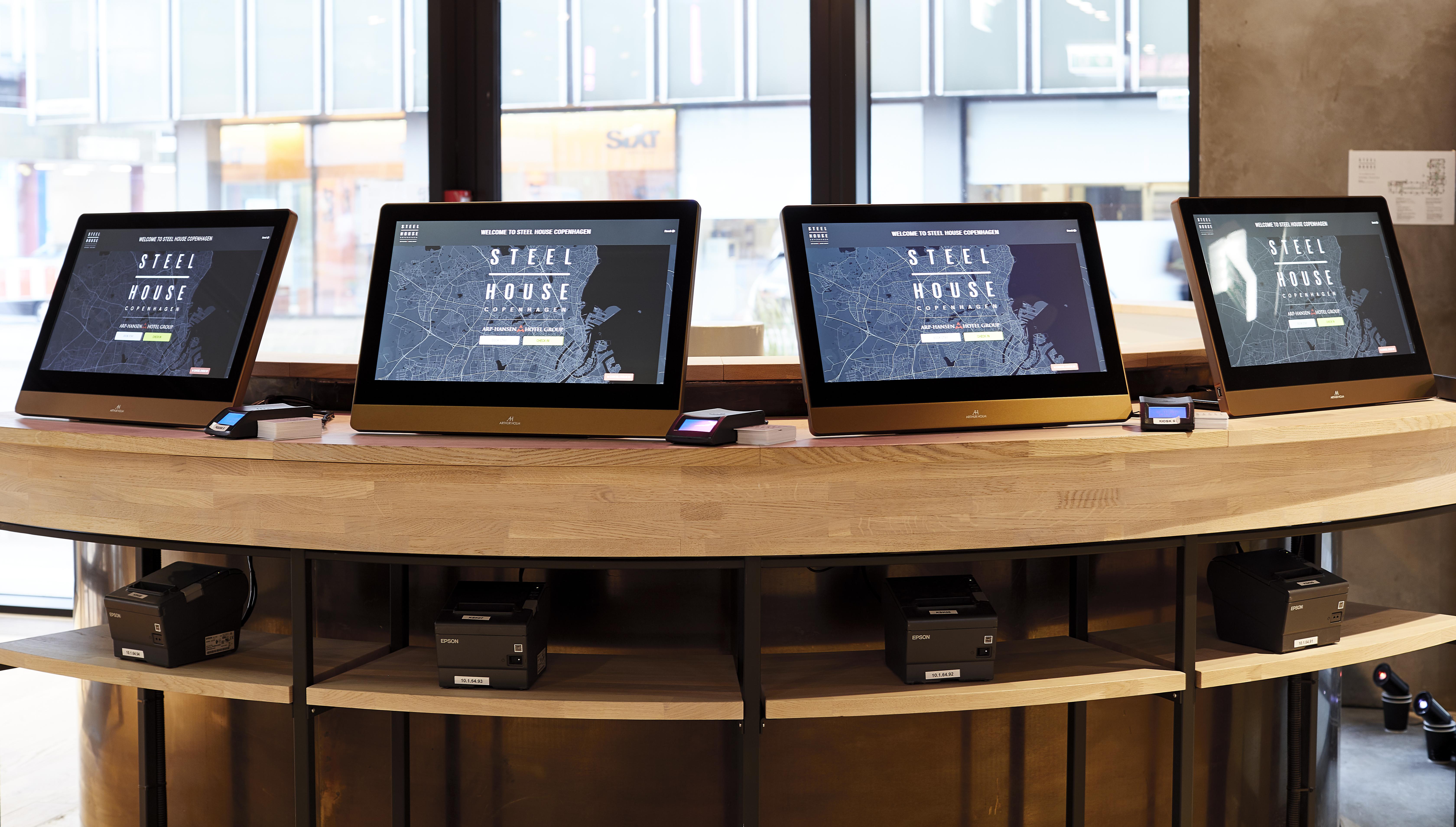 monitors in hotel reception