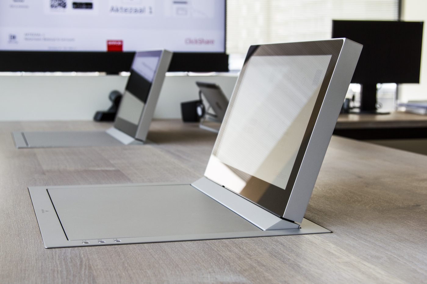 foldable rotary monitors for meeting rooms