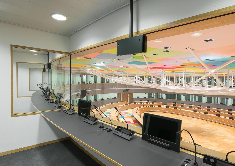 La necesidad de utilizar monitores en las cabinas de interpretación