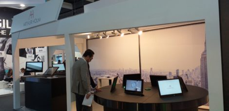 RETRACTABLE MONITORS MWC19
