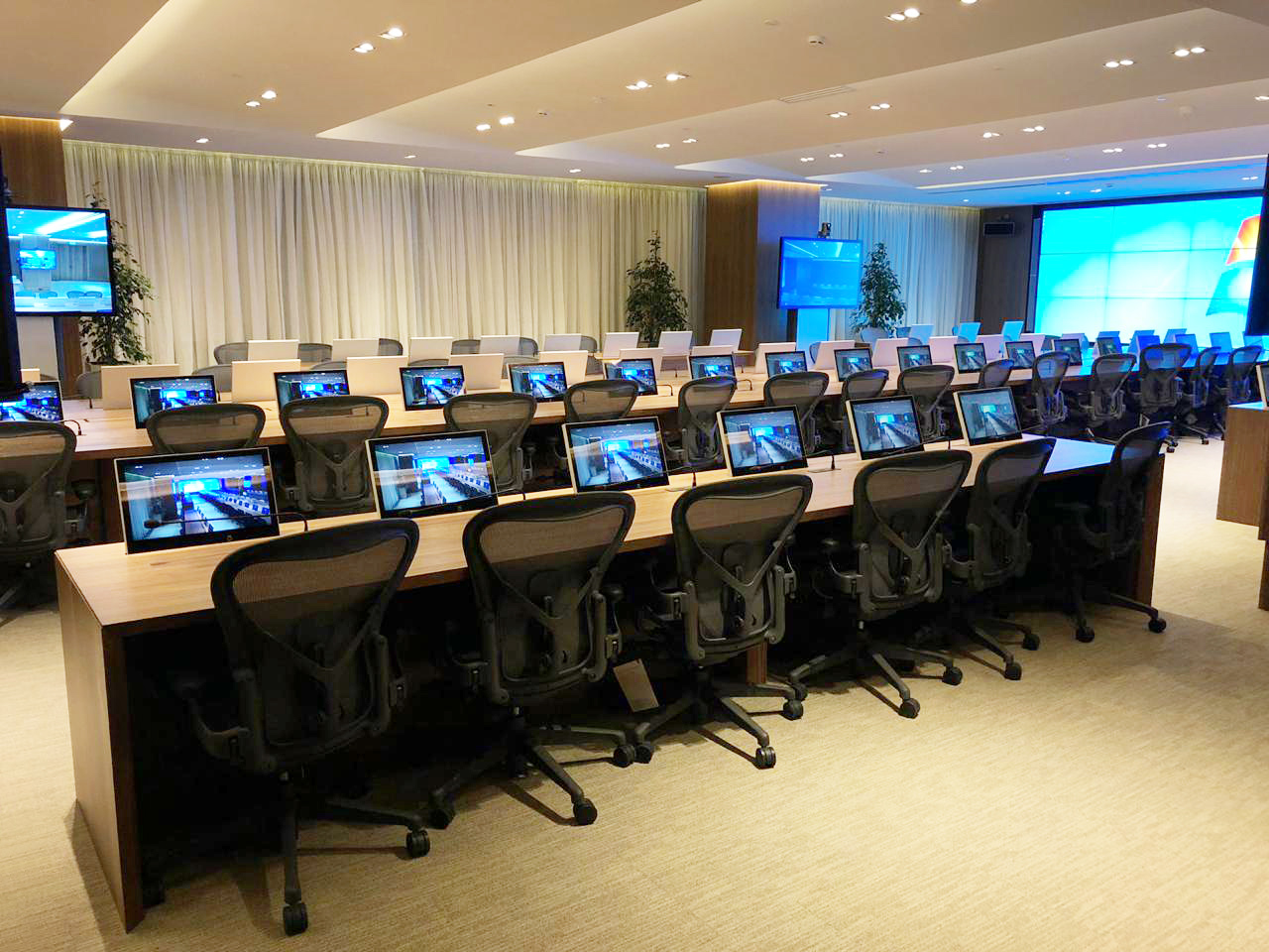 Scandinavian motorised monitors for conference rooms