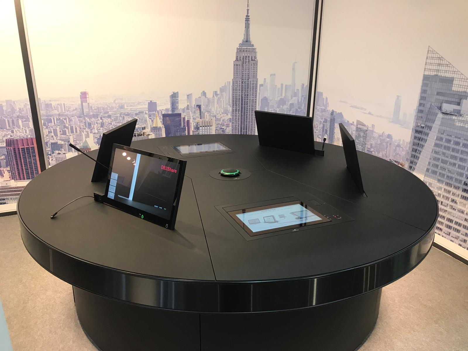 MWC 2019 BARCELONA MOTORISED MONITORS