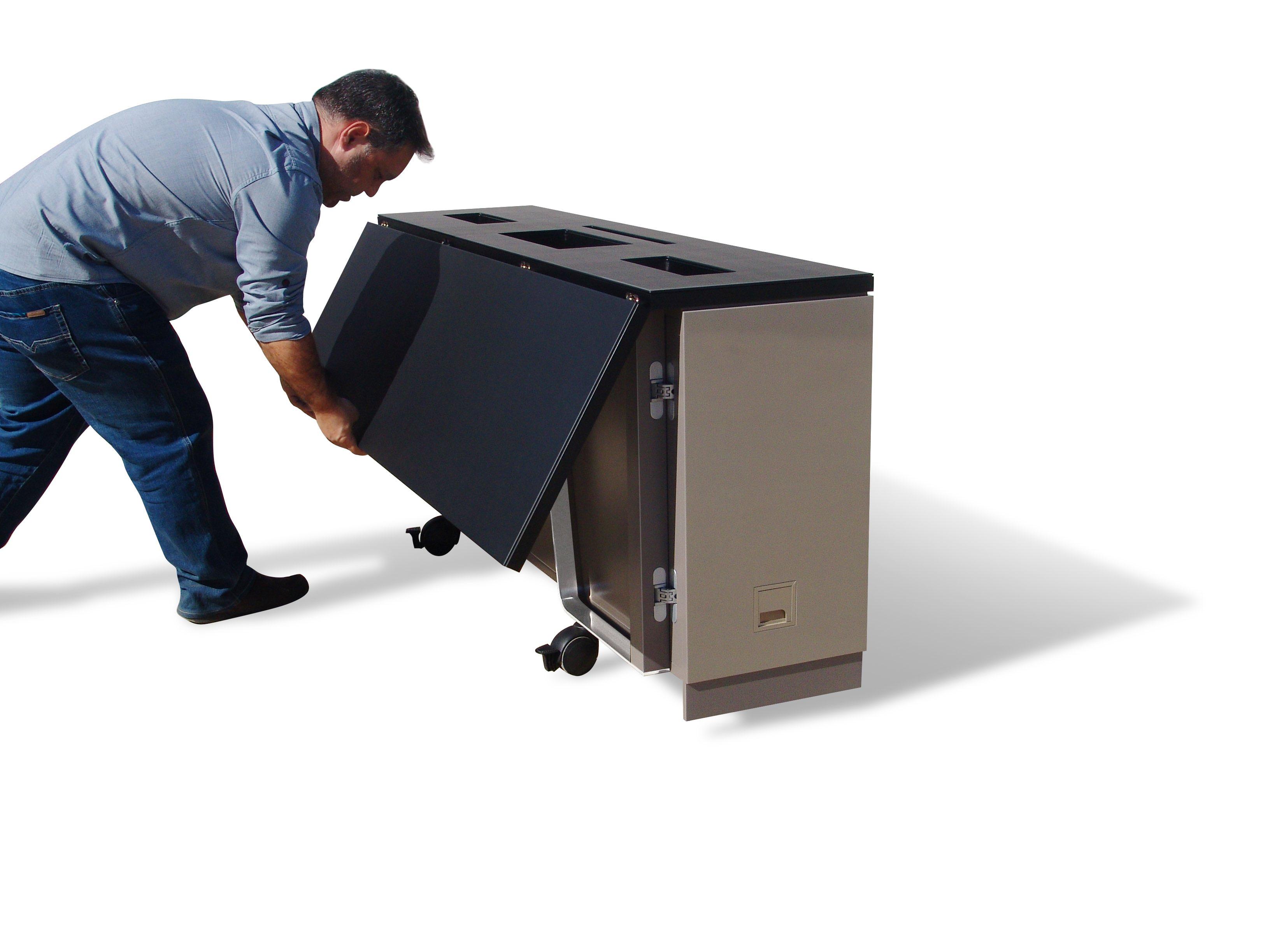 Mesa customizada para alojar monitores retráctiles